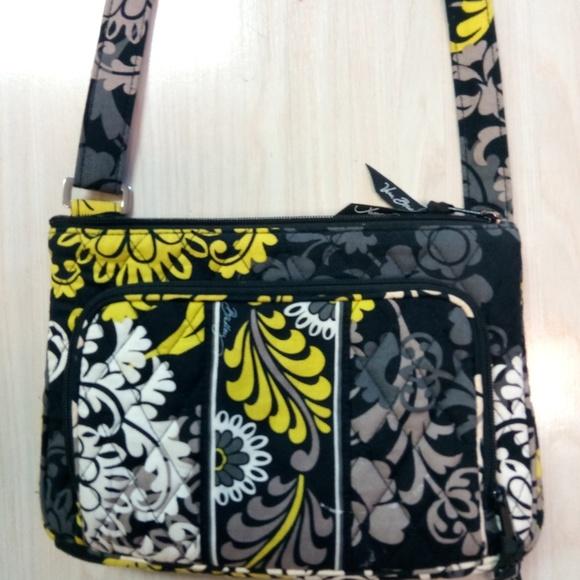 5523f34a83 Vera Bradley crossbody bag fabric bag. M 5b8db5e3194dad2b91456b8a
